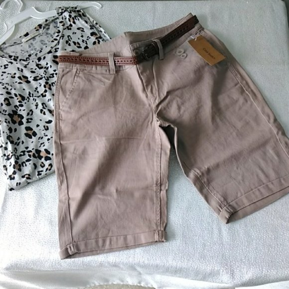 color swatch Pants - Bermuda shorts with belt in Khaki
